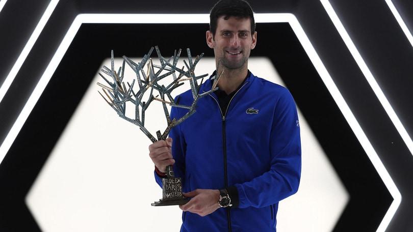 Djokovic trionfa a Parigi-Bercy. Battuto Shapovalov