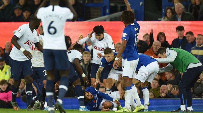 André Gomes, infortunio shock durante Everton-Tottenham