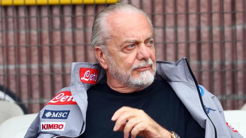 """De Laurentiis: """"Basta brutalità e razzismo. Bravi i calciatori del Napoli"""""""