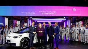 Volkswagen ID.3, produzione iniziata. Presente la Merkel: FOTO