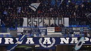 Napoli contestato al San Paolo:striscioni e fischi
