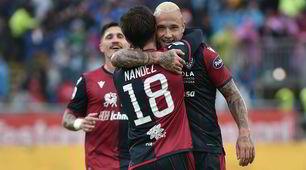 Nainggolan straripante, manita del Cagliari sulla Fiorentina