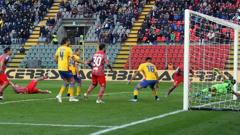 La Salernitana cade a Cremona, decide Ciofani. Trapani-Cosenza 2-2