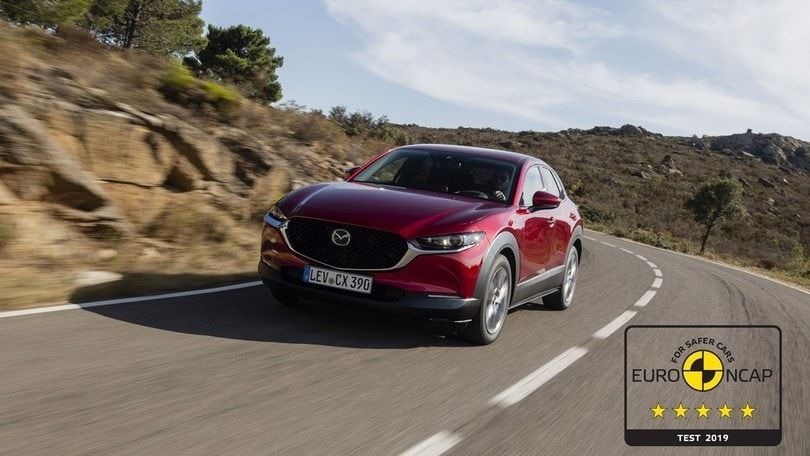 Mazda CX-30 svetta nei severi test di sicurezza Euro NCAP