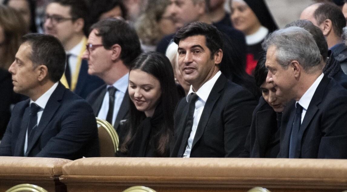 <p>L'allenatore e l'amministratore delegato della Roma hanno preso parte allaGiornata Mondiale dei Poveri. Il club ha donato aBergoglio due maglie personalizzate con il logo dell'evento</p>