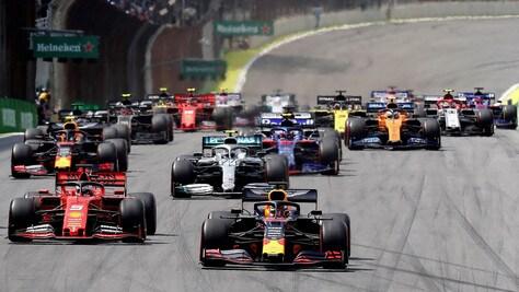 Gp Brasile: Verstappen in testa a metà gara, Vettel 3° e Leclerc 6°