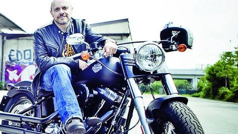Max Pezzali, tra 883 e Harley-Davidson