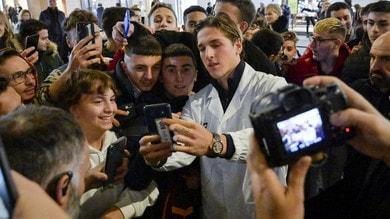 Roma, tantissimi tifosi al Nike Store: foto con Zaniolo, Pellegrini e Antonucci