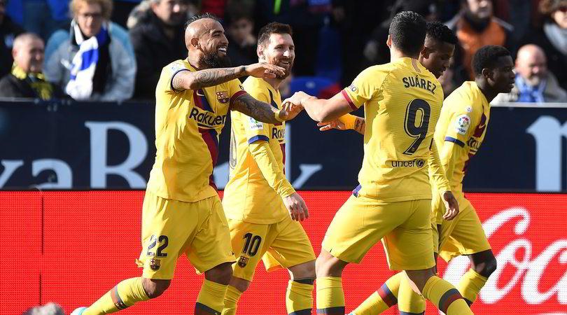 Vidal regala la vetta solitaria al Barcellona
