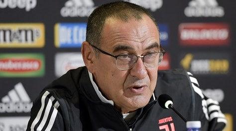 """Juve, Sarri: """"Higuain? Ci litigo sempre, lo devo sbattere al muro"""""""