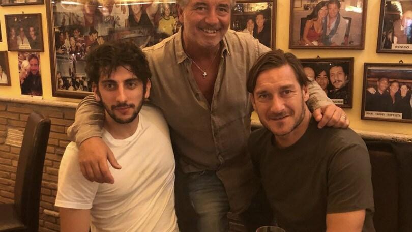 Totti a pranzo con... Totti: Castellitto è l'attore che lo interpreterà nella fiction