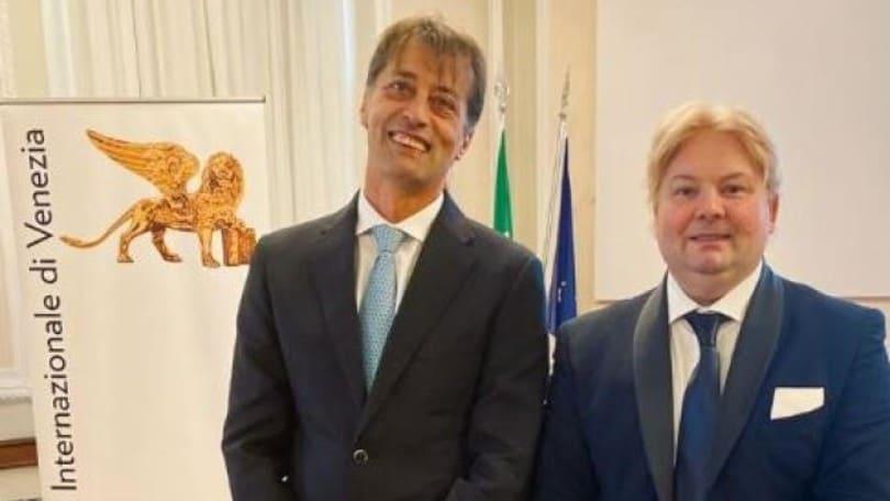 Leone d'oro per l'editoria a Daniele Cavaglià