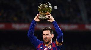 Barcellona-Maiorca, Messi in campo con il Pallone d'Oro