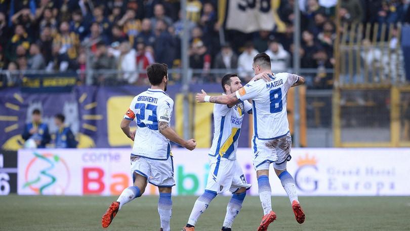 Il Frosinone vince ancora: 2-0 alla Juve Stabia e -2 dal secondo posto. Pisa-Entella 0-2