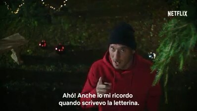 Netflix ingaggia Totti e... Spelacchio! Ecco il divertente trailer di Natale