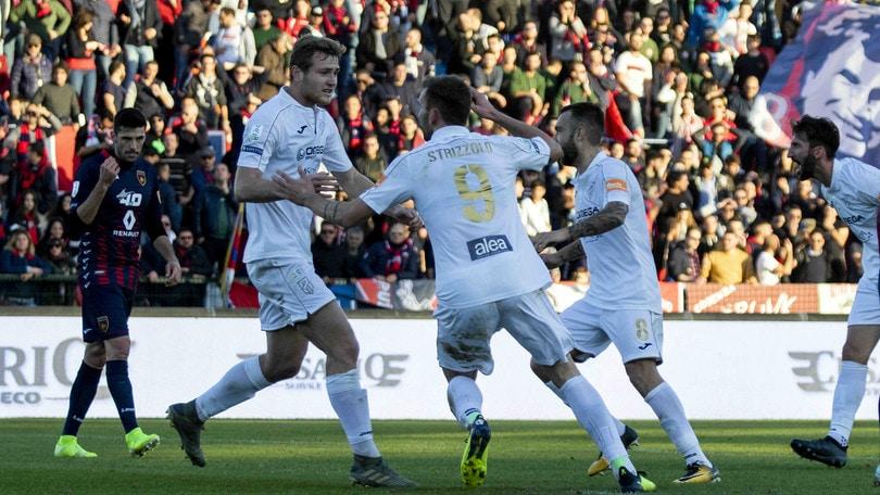 Strizzolo abbatte il Cosenza: il Pordenone vince 2-1. Cremonese-Perugia 2-1