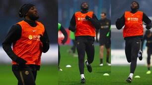 L'Inter si allena, che concentrazione Lukaku