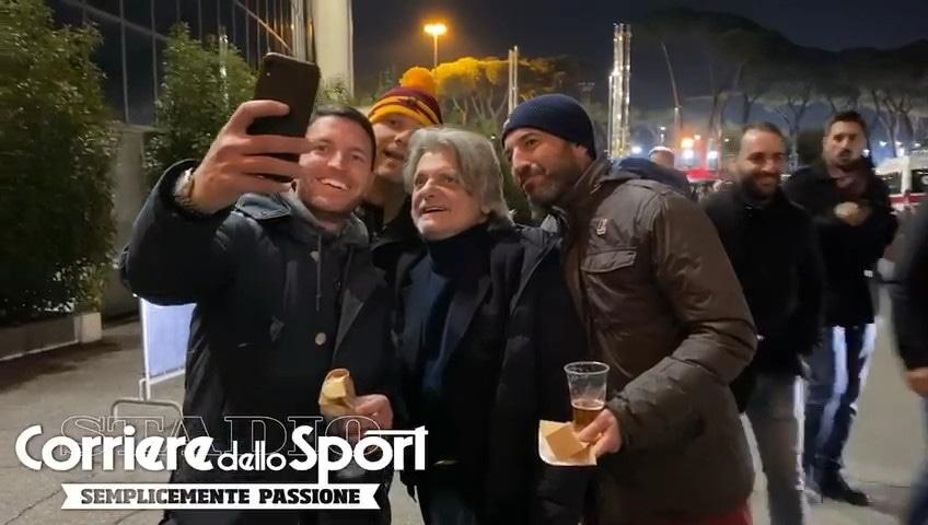 All'Olimpico anche il presidente Ferrero: quanti selfie con i romanisti!