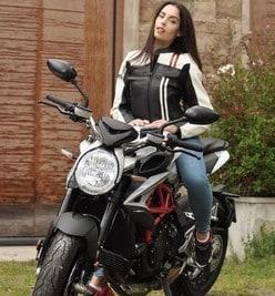 Carlotta Maggiorana al GF VIP con la MV Agusta Dragster