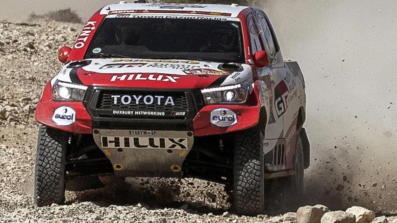 Dakar, la macchina si ribalta: che spavento per Alonso!