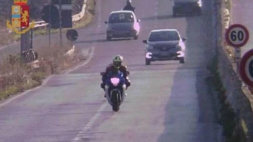 """Giretto in moto a 210 Km/h: multa e """"scuse"""" agli agenti"""