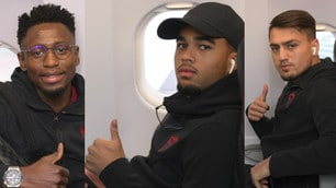 Roma, viaggio in aereo per Torino: pollice all'insù per la sfida alla Juve