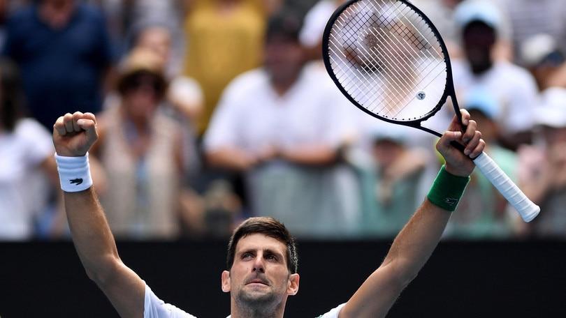 Australian Open, Djokovic ai quarti. Affronterà Raonic che ha battuto Cilic