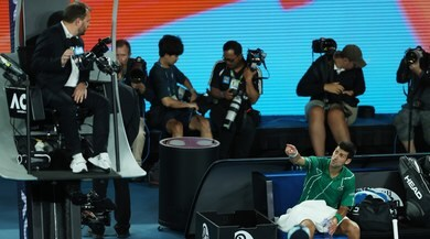 Australian Open, Djokovic furioso con l'arbitro