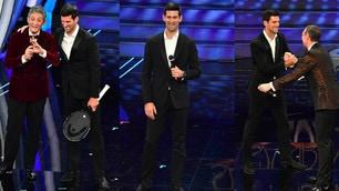Sanremo, Djokovic canta con Fiorello e Amadeus