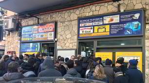 Napoli-Barcellona, che file per i biglietti!