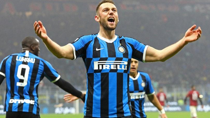 Inter, De Vrij punta il Napoli: