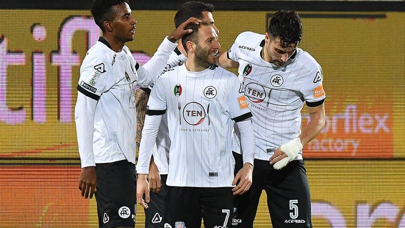 Lo Spezia è secondo: 3-2 in rimonta alla Cremonese nel recupero
