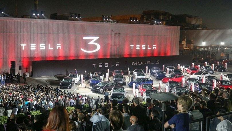 Tesla cerca un incremento di capitale di 2 miliardi di dollari