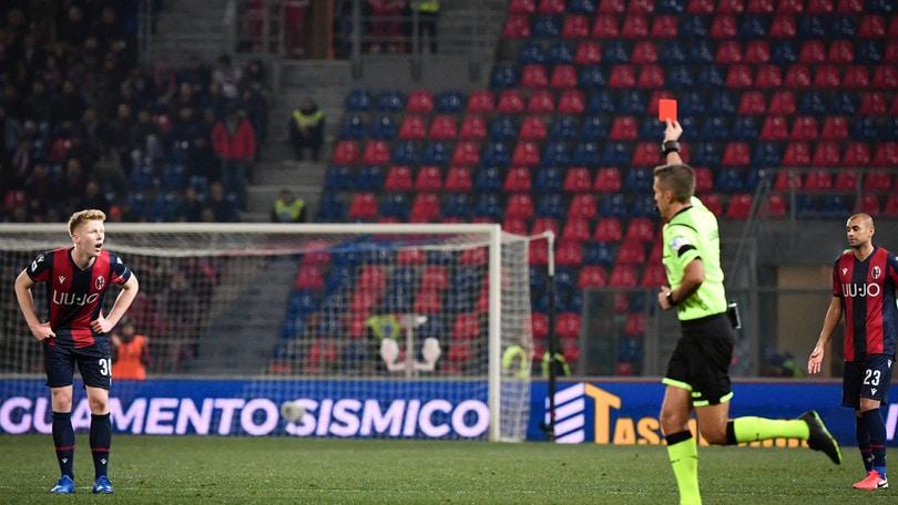 Bologna, problema cartellini: è la squadra più punita d'Europa
