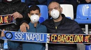 Napoli-Barcellona, anche al San Paolo tifosi con le mascherine per il Coronavirus