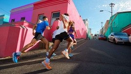 La nuova ASICS NOVABLAST™ dà una spinta d'energia ai piedi