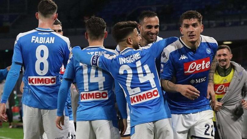 Il Napoli batte il Torino. Lazio da sola in vetta
