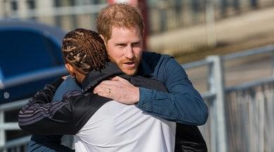 Principe Harry e Hamilton, abbraccio al museo
