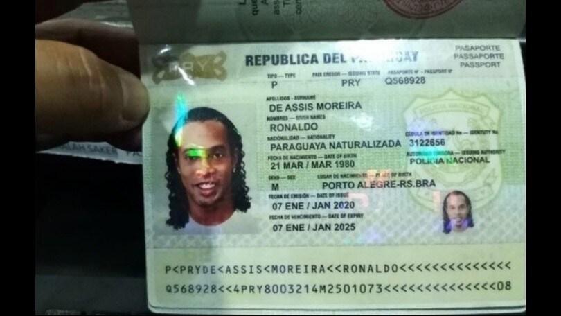Ronaldinho ci ricasca: arrestato in Paraguay per la seconda volta in 48 ore