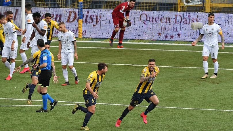 Juve Stabia, sgambetto allo Spezia 3-1. L'Ascoli crolla in casa dell'Entella