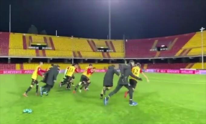 Il Benevento onora i tifosi: il saluto alla curva vuota