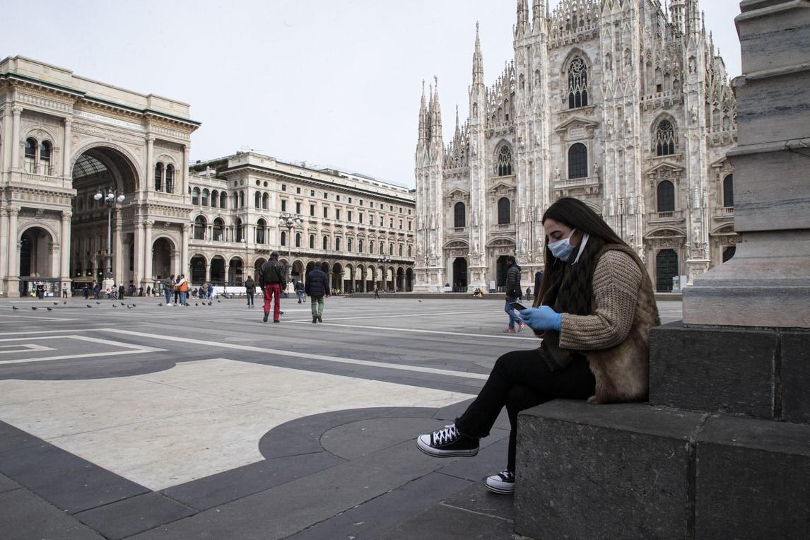 Coronavirus: strade deserte e negozi chiusi a Milano e Bologna