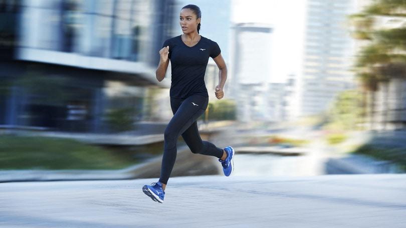 Mizuno presenta Skyrise, il nuovo modello di corsa fluttuante