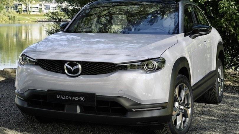 Mazda MX-30, prima elettrica di Hiroshima: prezzi e allestimenti