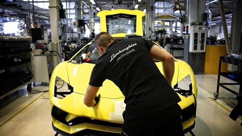 Coronavirus, anche Lamborghini chiude lo stabilimento
