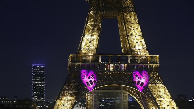 Coronavirus, a Parigi chiudono Tour Eiffel e Louvre