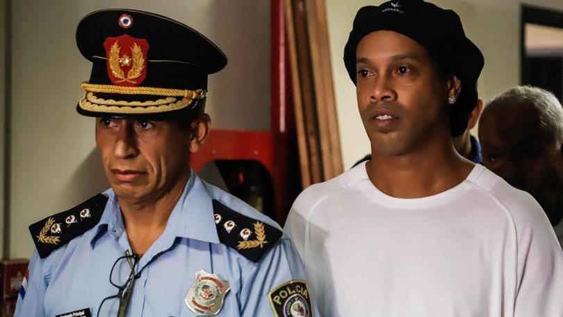 Ronaldinho resta in carcere in Paraguay: