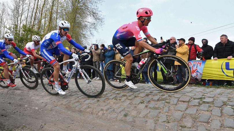 Il Coronavirus ferma il ciclismo: stop a Parigi-Roubaix, classiche e Giro Fiandre