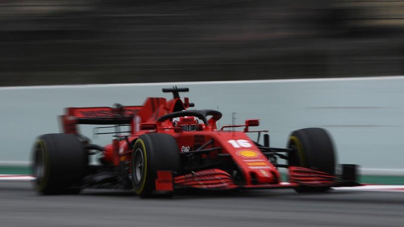 F1 Ferrari, Leclerc gira per Maranello con la SF1000