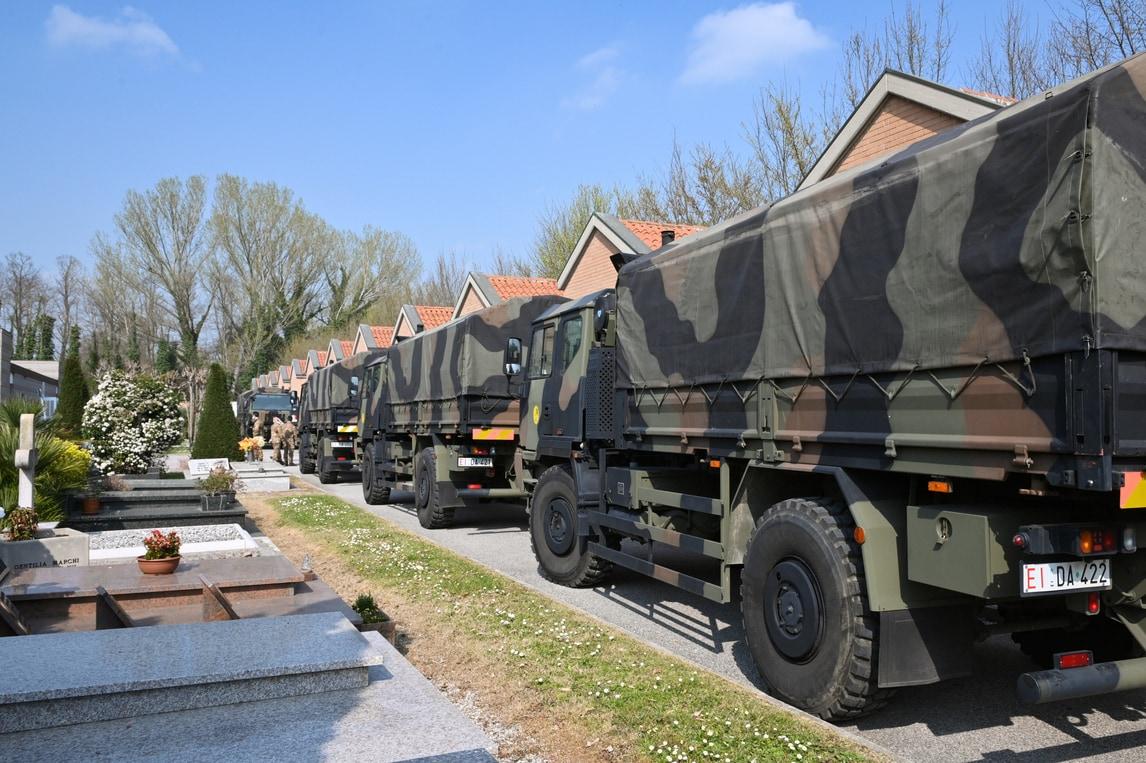 Coronavirus, l'Esercito Italiano trasporta le salme dei deceduti